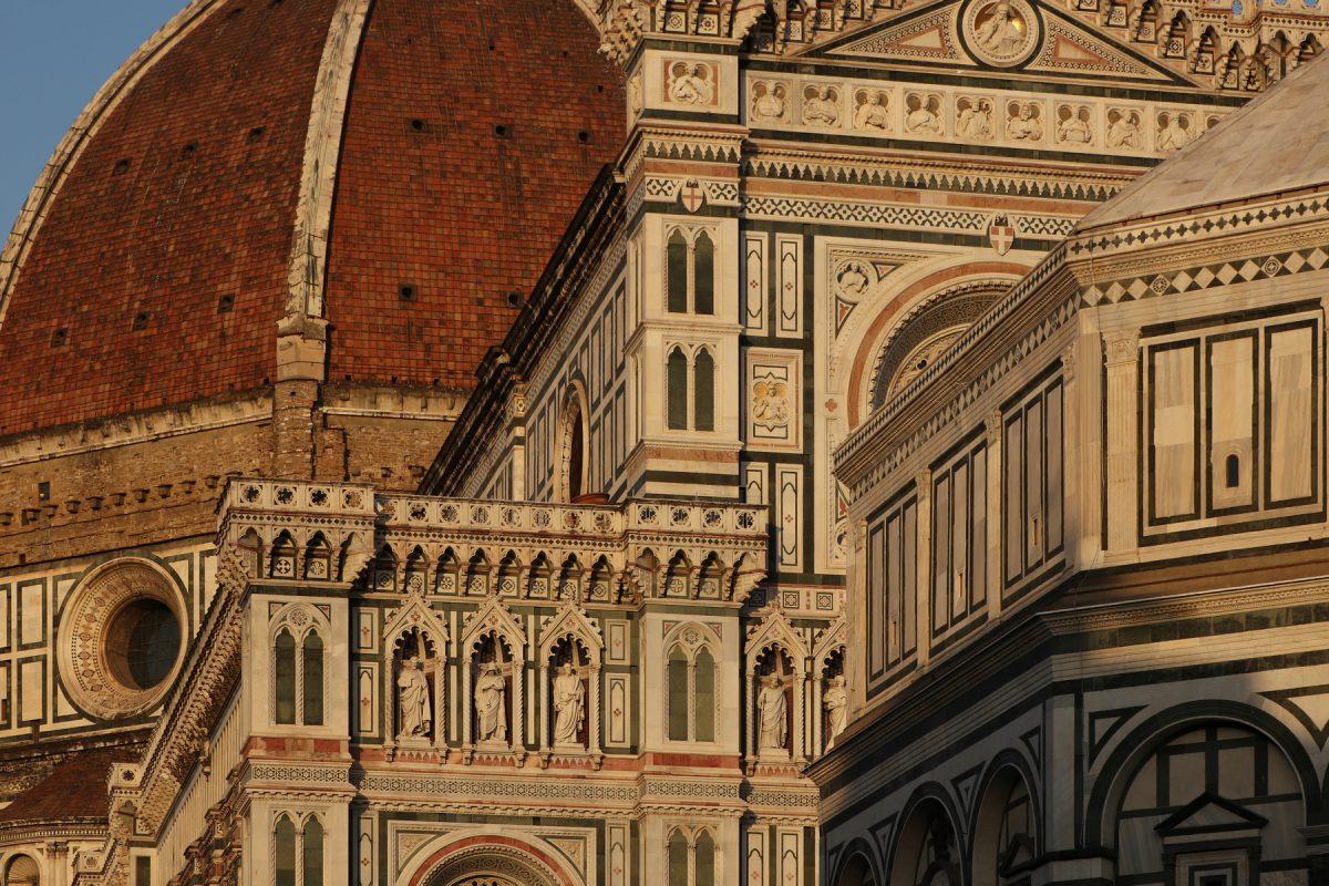 Die Kathedrale Santa Maria del Fiore in Florenz im Abendlicht Toskana