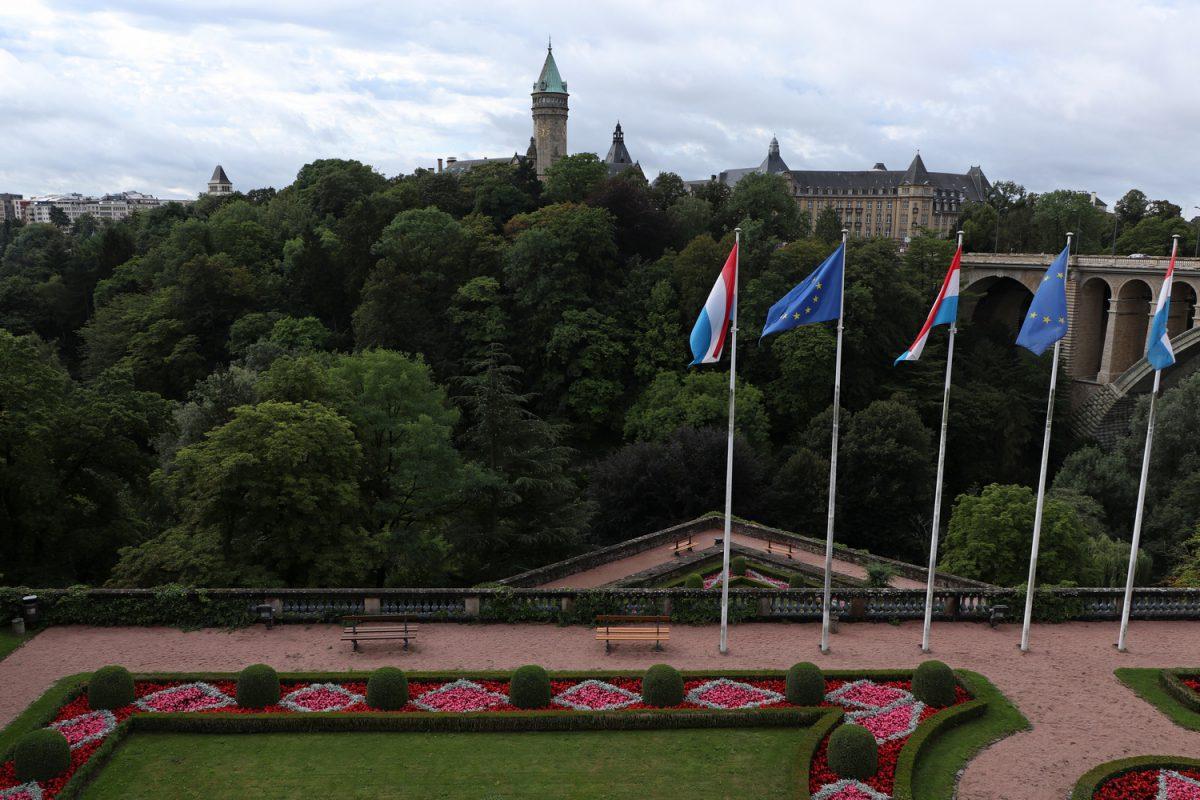Luxemburg Blick auf die Adolphe-Brücke und das Bankenmuseum