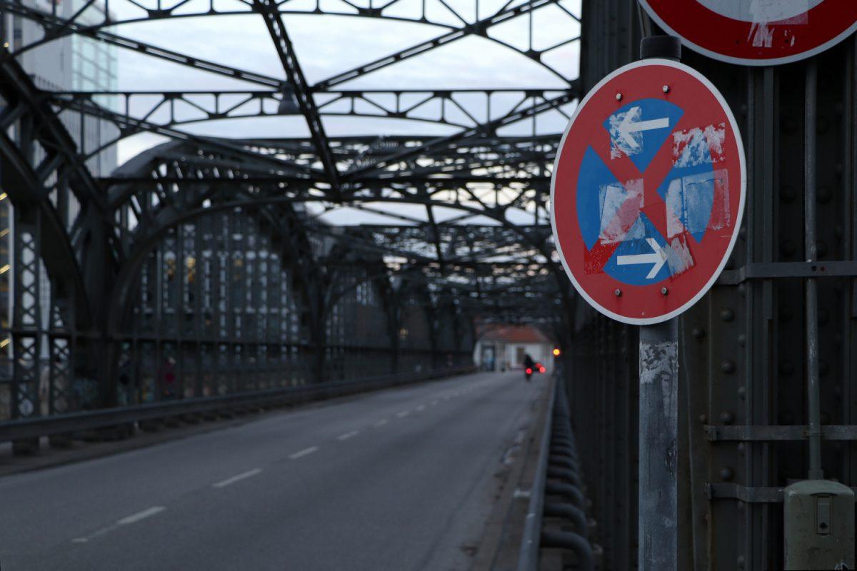 München Hackerbrücke Verkehrsschild