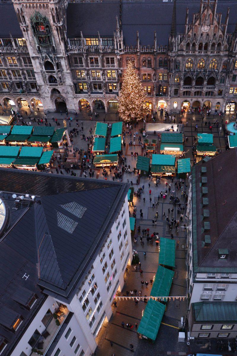 München Blick vom Alten Peter auf den Weihnachtsmarkt am Marienplatz