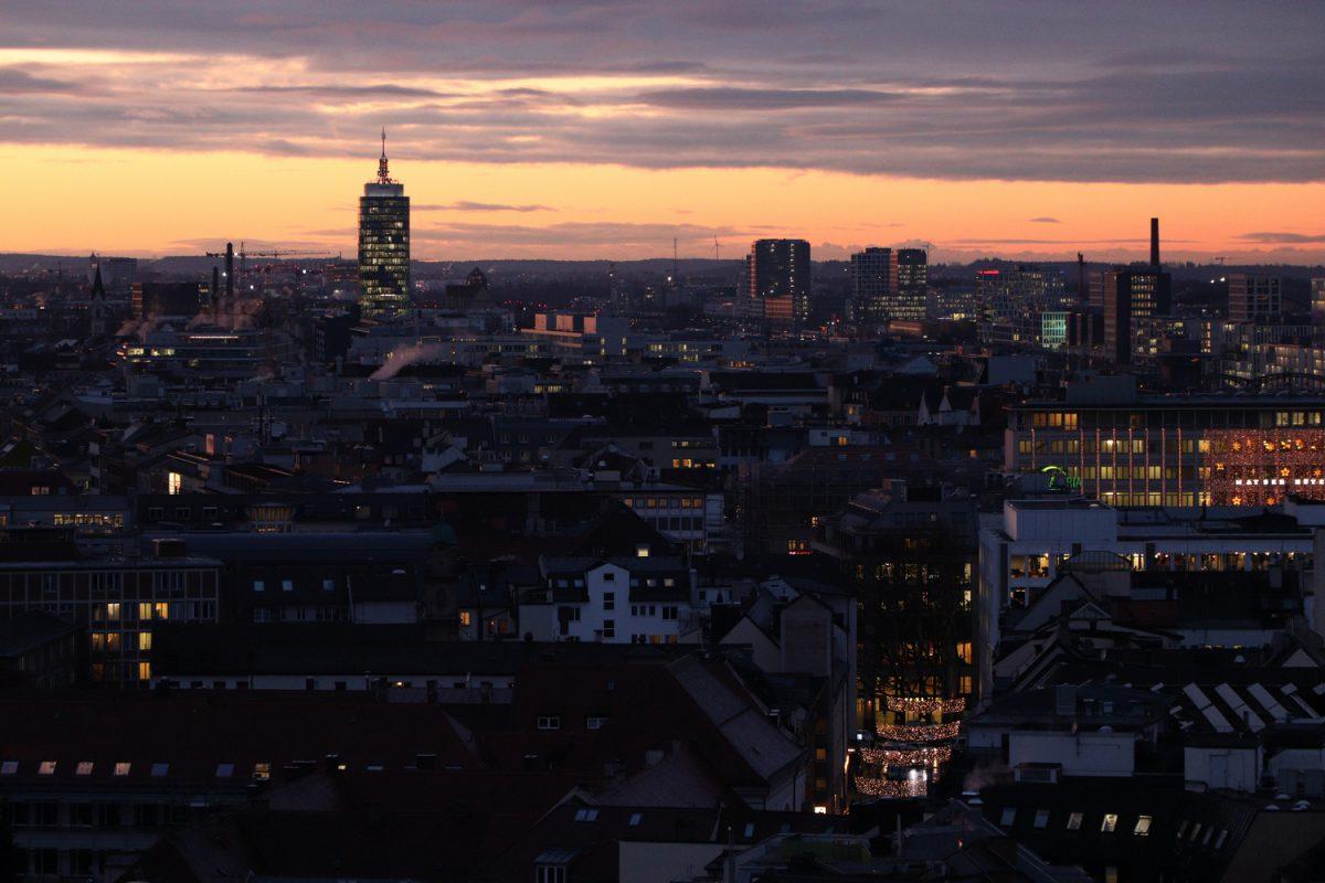 München Blick vom Alten Peter bei Sonnenuntergang