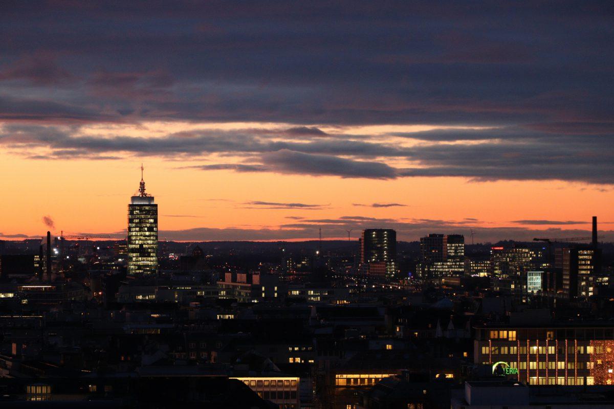 München Blick vom Alten Peter abends zum Sonnenuntergang