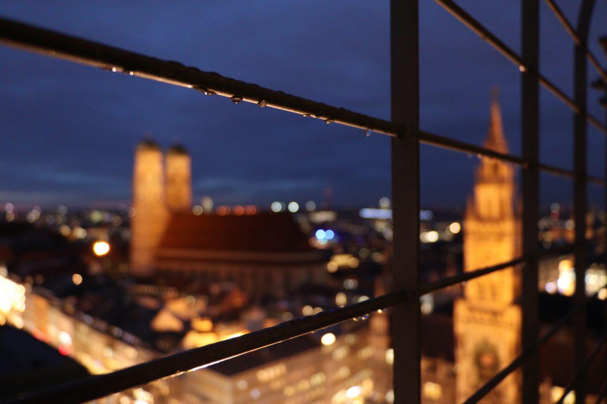 München Ausblick vom Alten Peter Details zur blauen Stunde