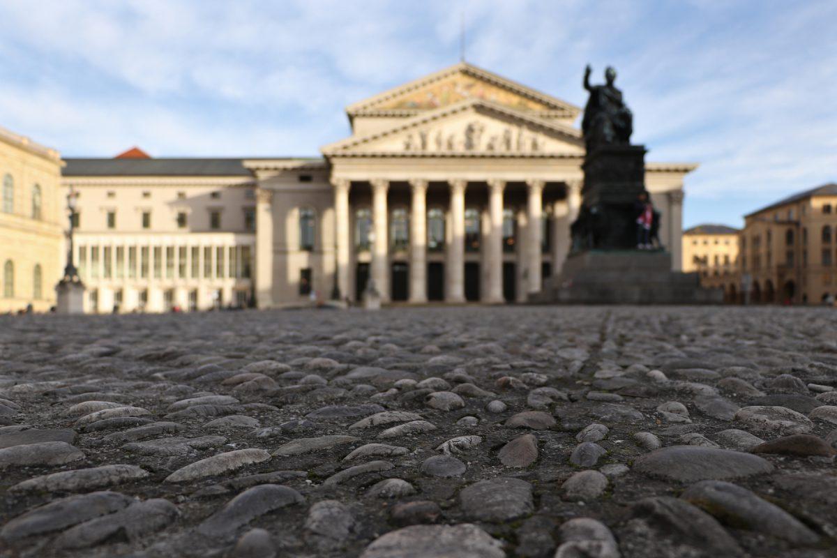 Blick über den Max-Joseph-Platz und die Oper in München