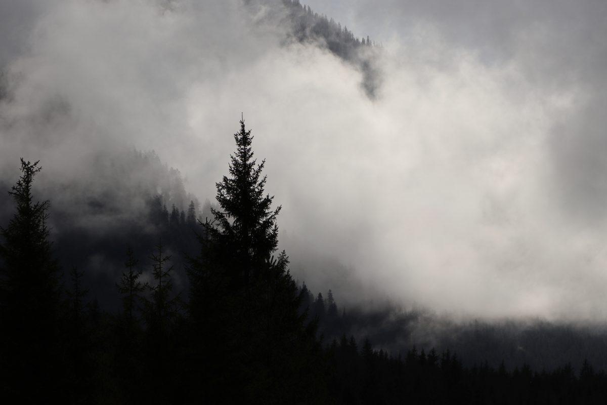 Wolkenverhangene Berge bei Vorderriss