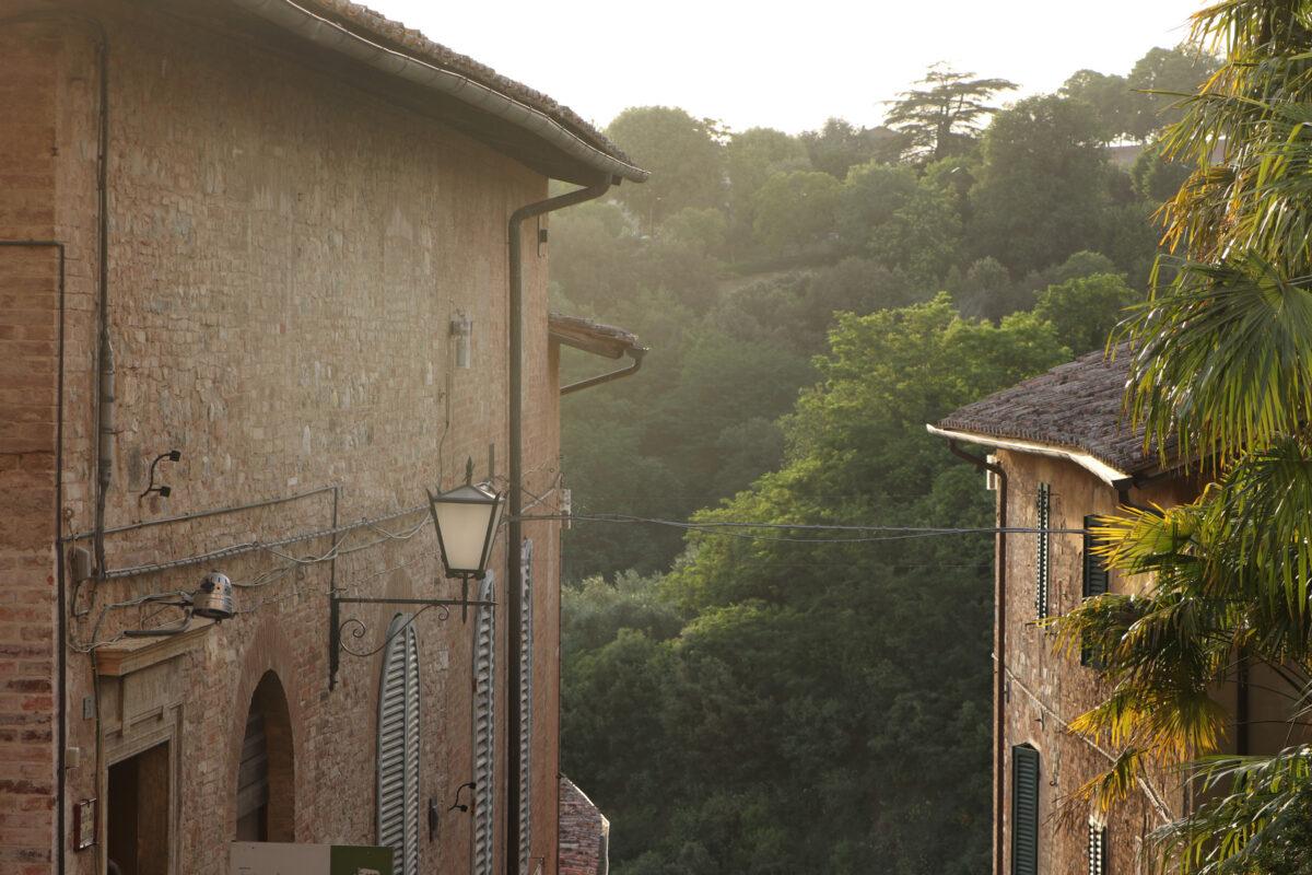 Sonnenuntergang in der Altstadt von Siena in der Toskana