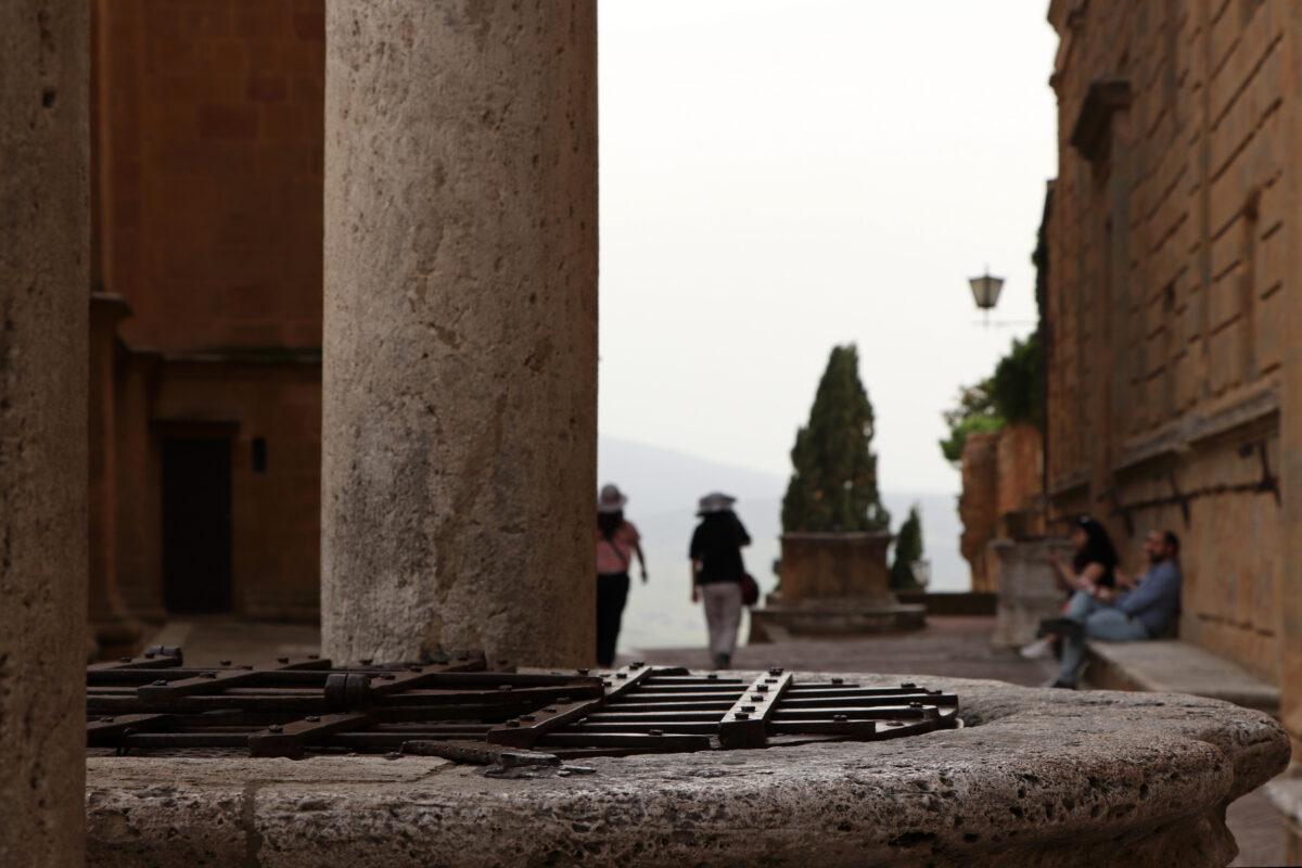 Brunnen in der Altstadt von Pienza in der Toskana