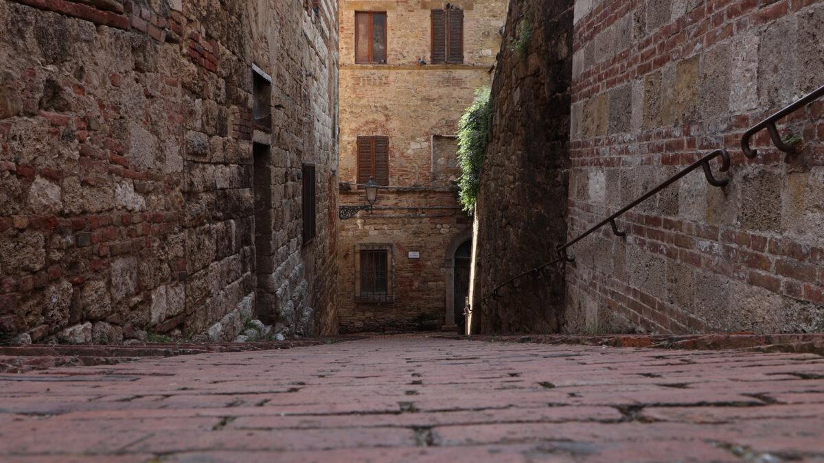 Gasse in der Altstadt von Colle di Val d'Elsa in der Toskana