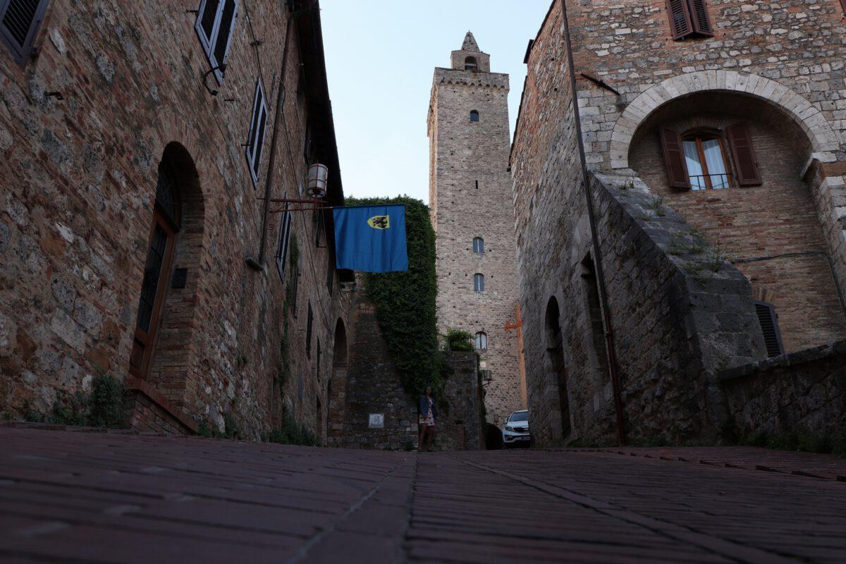 Turm in der Altstadt von San Gimignano in der Toskana