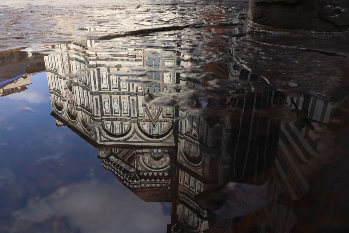 Der Dom von Florenz Spiegelung in einer Pfütze