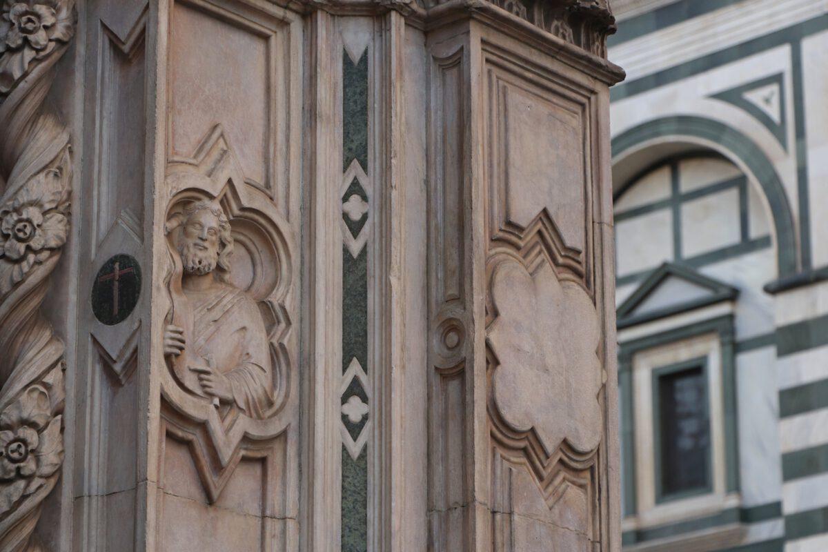 Details an den Fassaden in Florenz in der Toskana