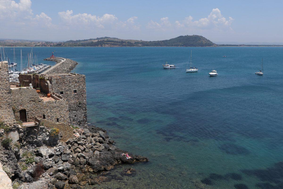 Burg am Meer in Talamone in der Toskana