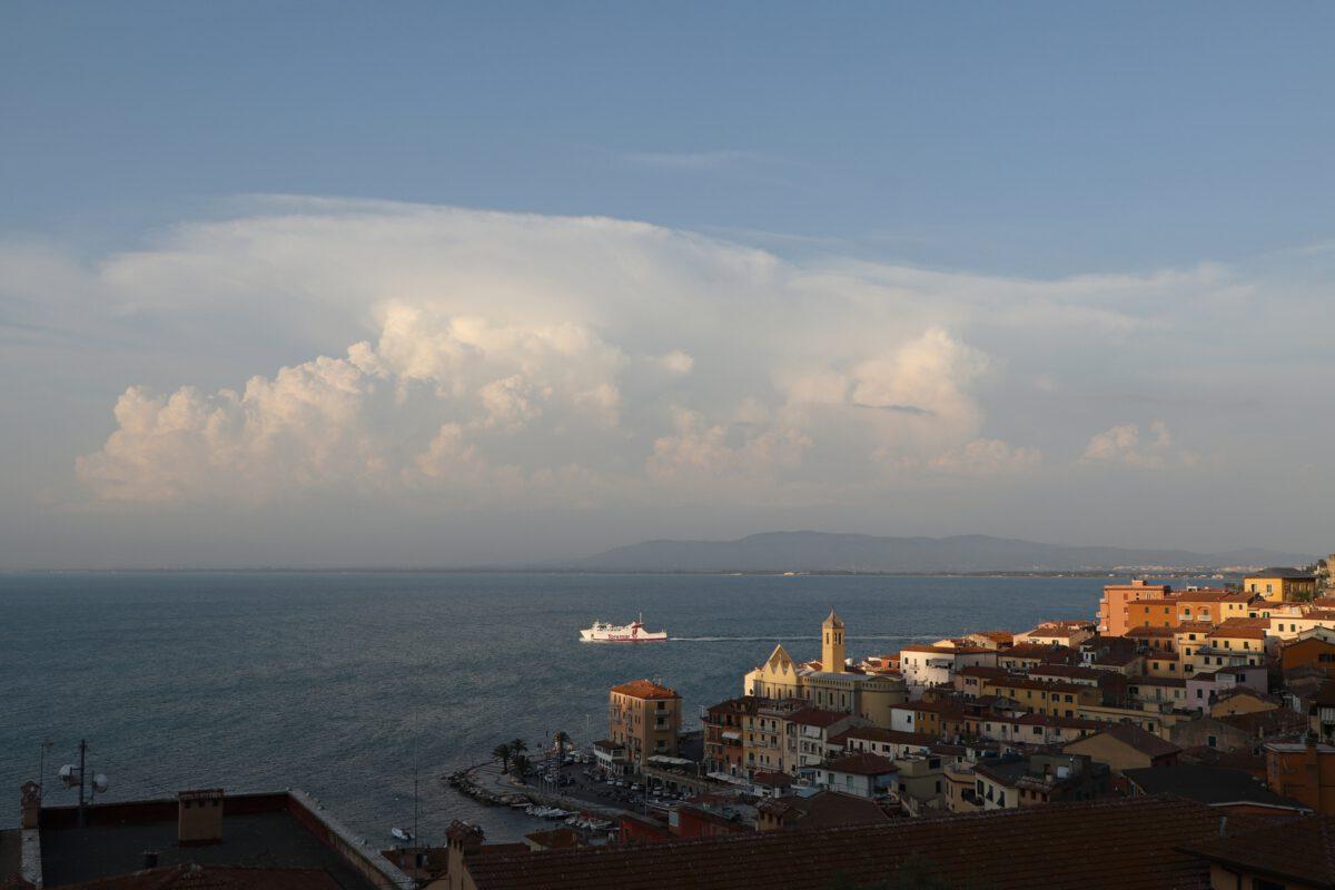 Ausblick auf Porto Santo Stefano in der Toskana