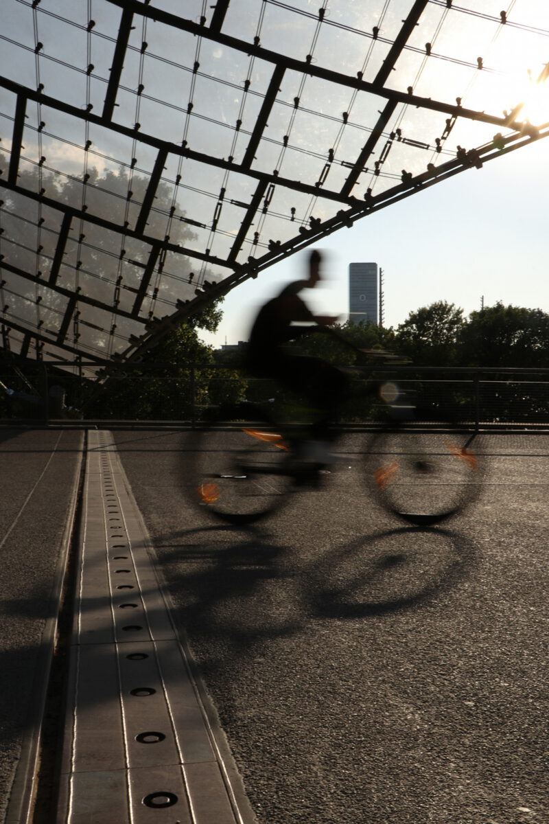 Fahrradfahrer im Olympiapark München