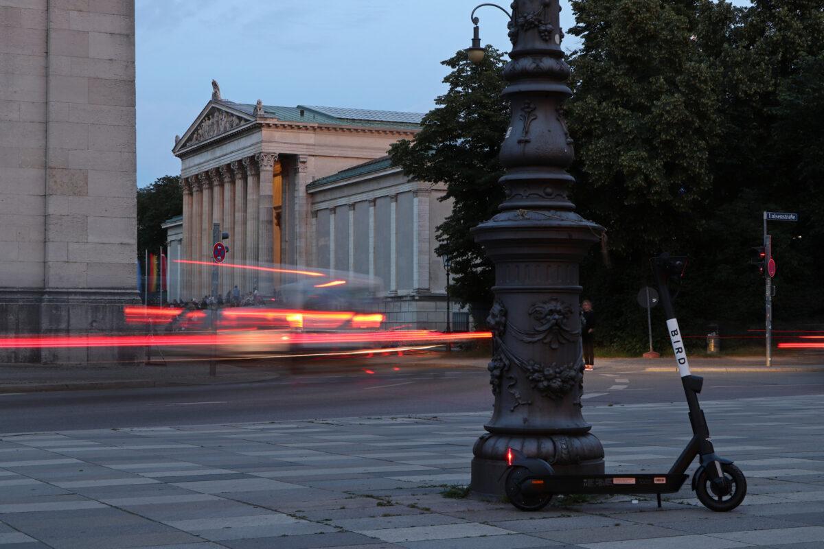 Langzeitbelichtung am Abend am Königsplatz in München