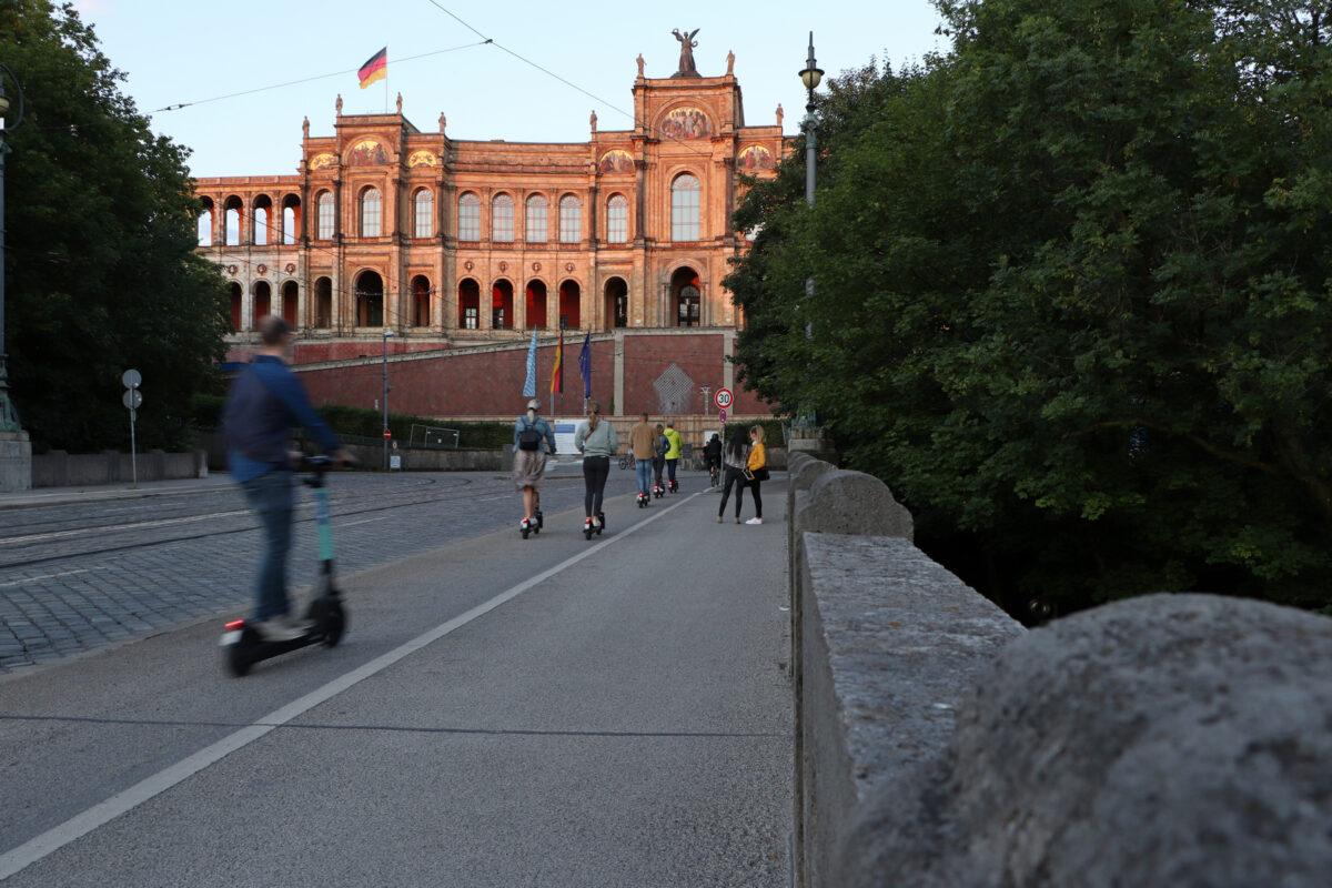 Das Maximilianeum in München zu Sonnenuntergang