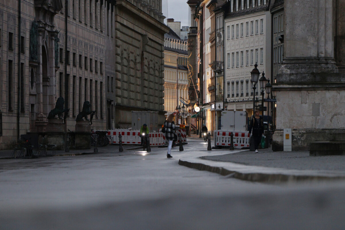 München Blick vom Odeonsplatz in die Residenzstraße in Richtung Max-Joseph-Platz