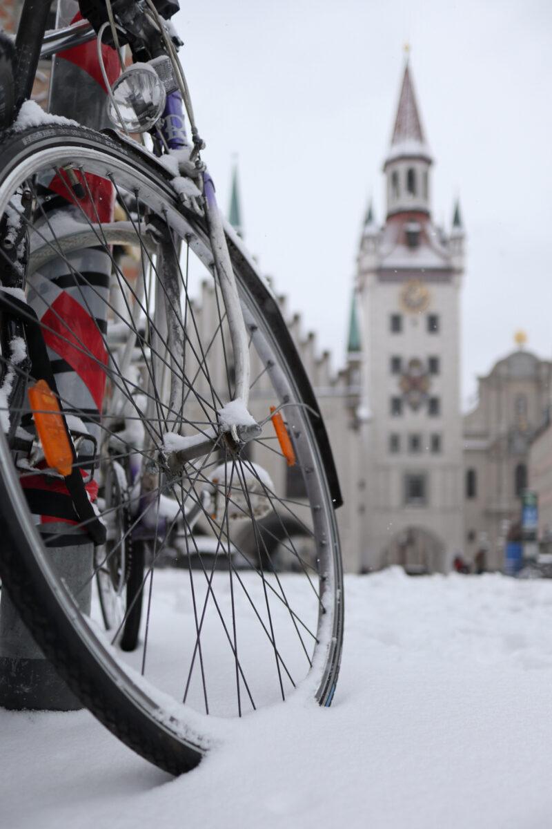 Das Alte Rathaus in München im Schnee