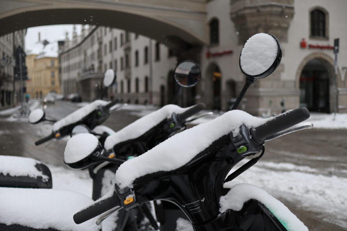 Der Marienplatz in München im Schnee