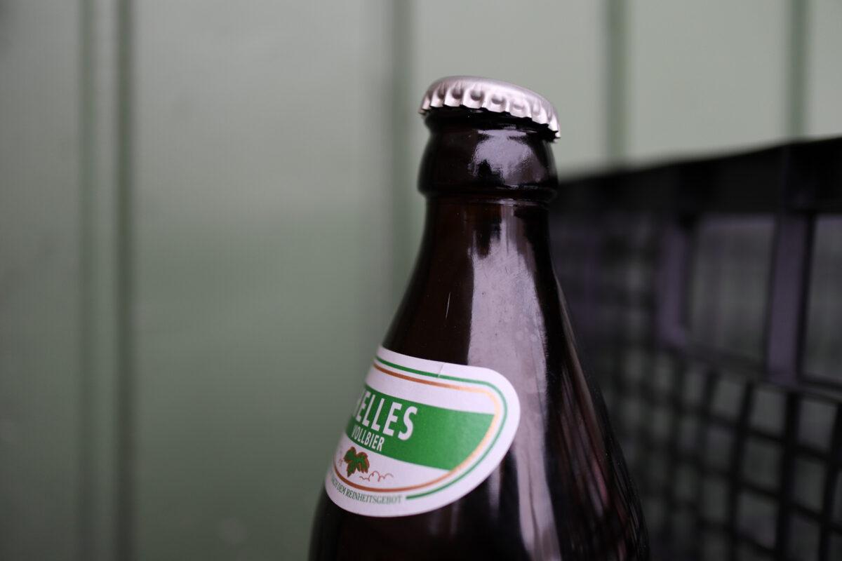 Bierflasche auf dem Viktualienmarkt in München