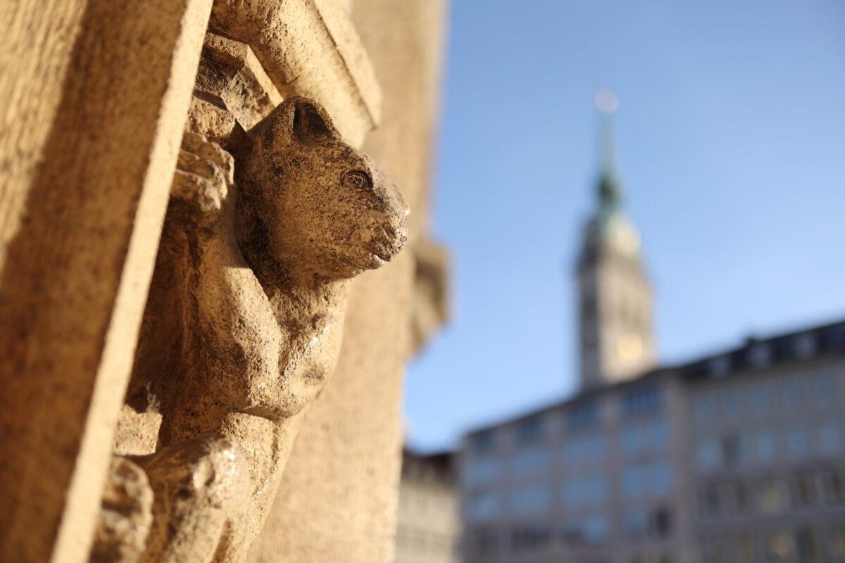 Blick vom Neuen Rathaus in München auf den Alten Peter