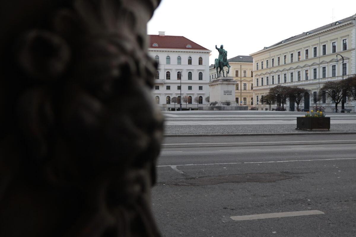 Der Wittelsbacherplatz in München am Morgen