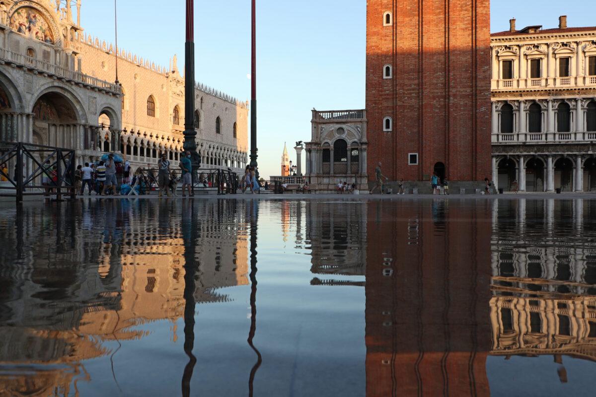 Der Markusplatz in Venedig bei Sonnenuntergang