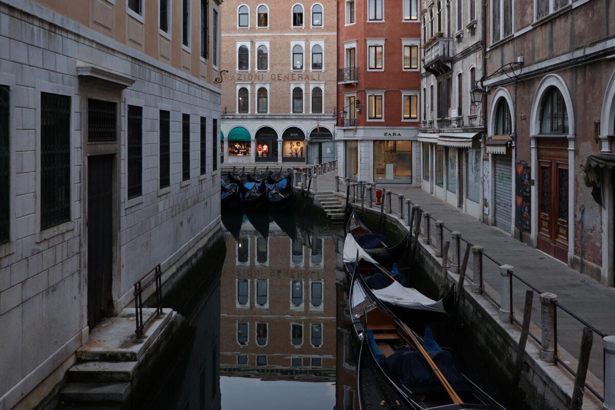 Kanal in San Marco in Venedig am frühen Morgen