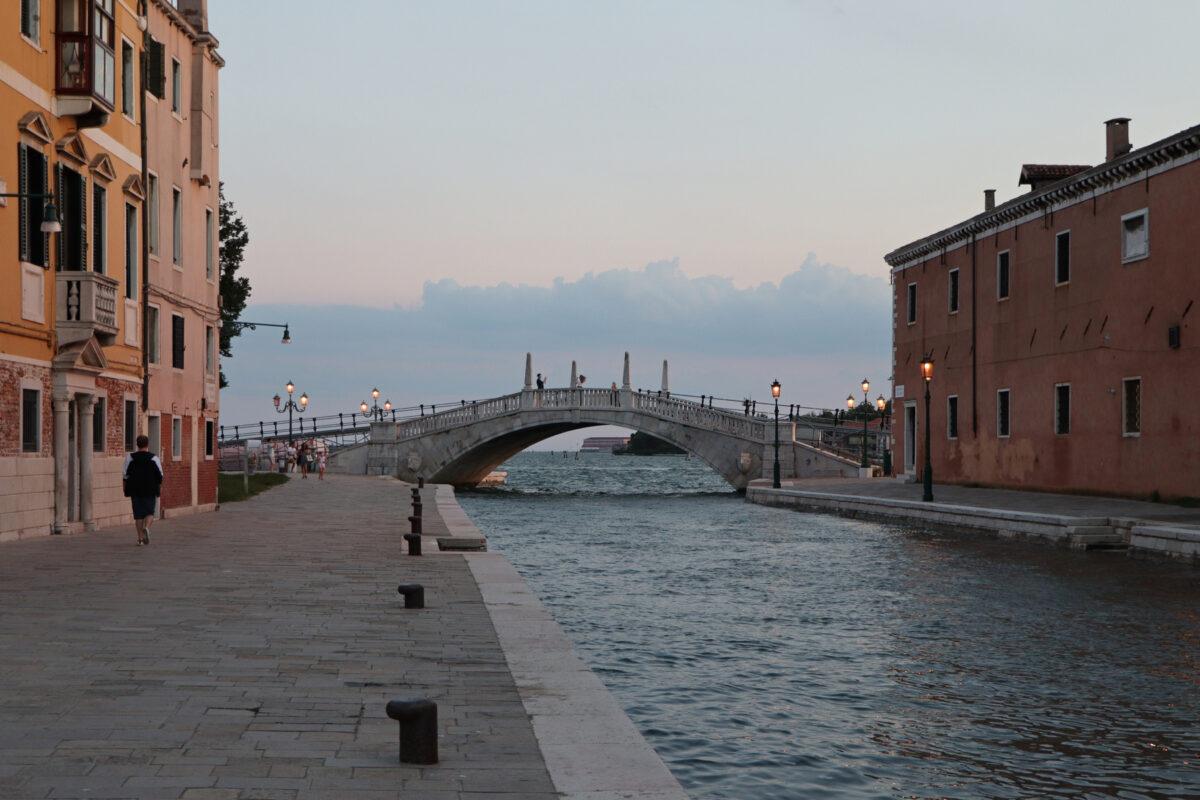 Der Rio dell'Arsenale in Venedig zu Sonnenuntergang