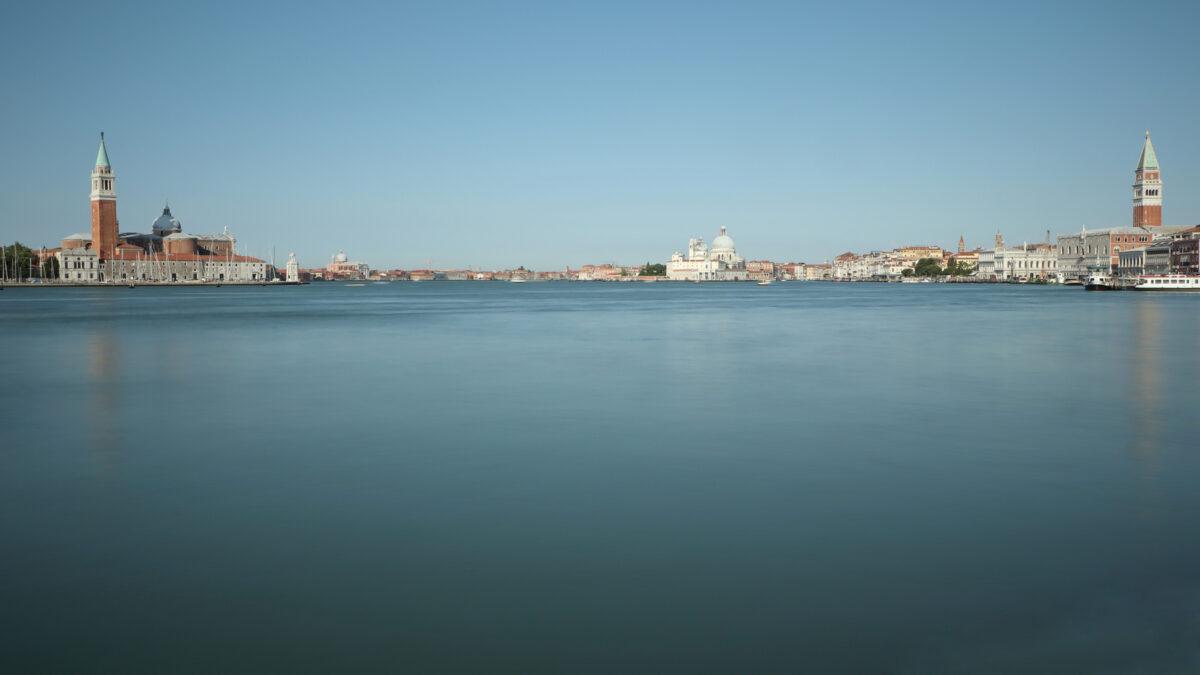 Langzeitbelichtung vom Becken von San Marco in Venedig